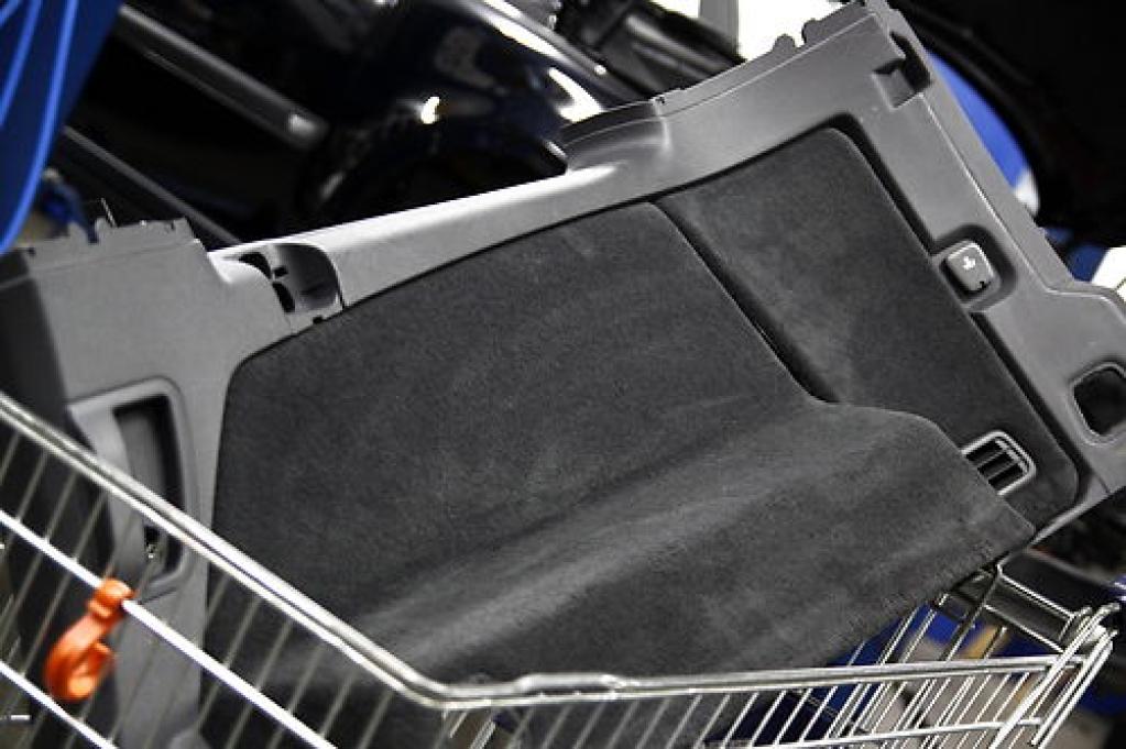 laderaum seitenverkleidung volvo ersatzteile gebraucht. Black Bedroom Furniture Sets. Home Design Ideas
